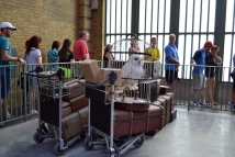 universal studios - king's cross station, abandoned luggage